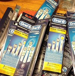 Oral-B Floss Action 欧乐B标准版可替换刷头3个$14.87,